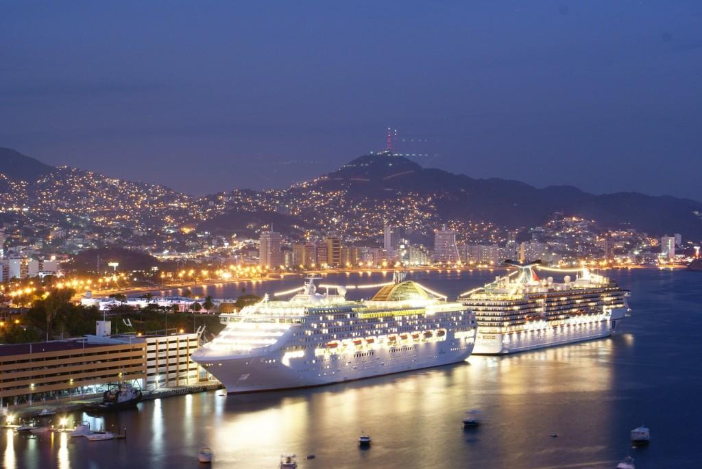 Вид на вечерний Акапулько. Порт Акапулько