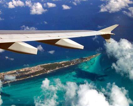 Самолет на подлете к аэропорту Канкуна