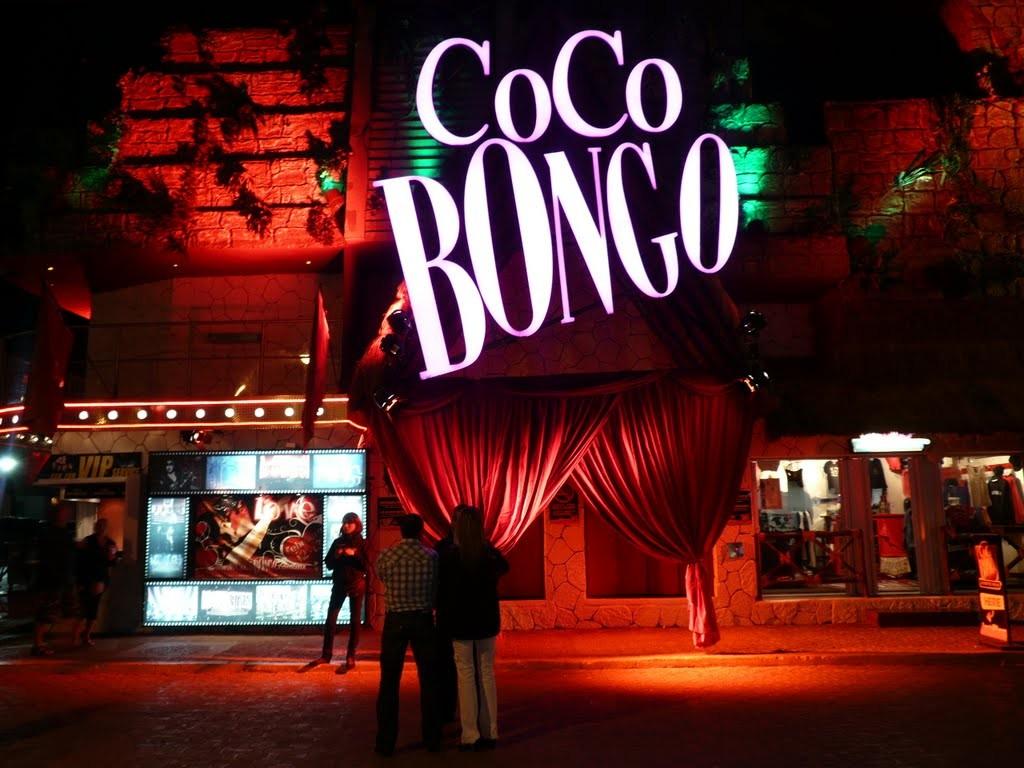 Ночной клуб Коко Бонго в Канкуне и Ривьера Майя. Мексика отдых ночью.