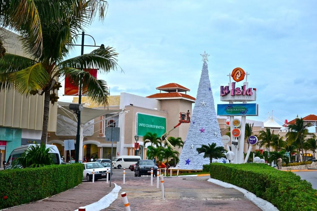 Плаза Ла Исла готовится к встрече Рождества. Магазины Канкуна. Все о шопинге в Канкуне