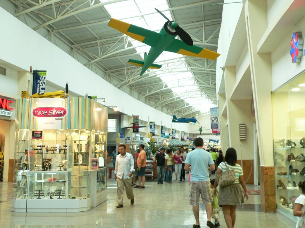 Плаза Лас Америкас. Магазины и бутики в Канкуне. Где поесть и пошопиться