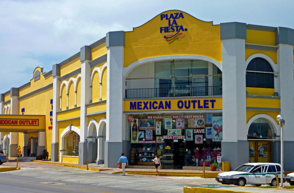 Плаза Ла Фиеста в Канкуне. Торговый центр с сувенирами в Канкуне. Подарки из Мексики.