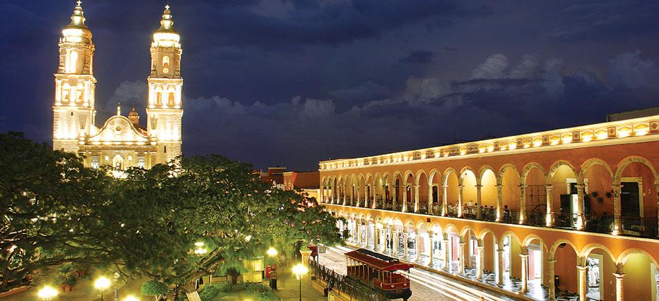 Вечерний вид на город Франциско де Кампече. Мексика