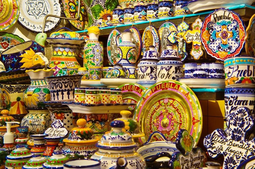 Керамика с выпуклым рисунком Талавера. Пуэбла. Мексика