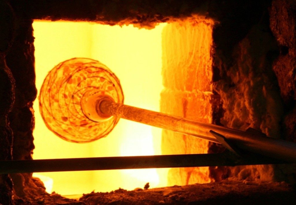 Момент производства стекляной вазы в Кабо Сан Лукас