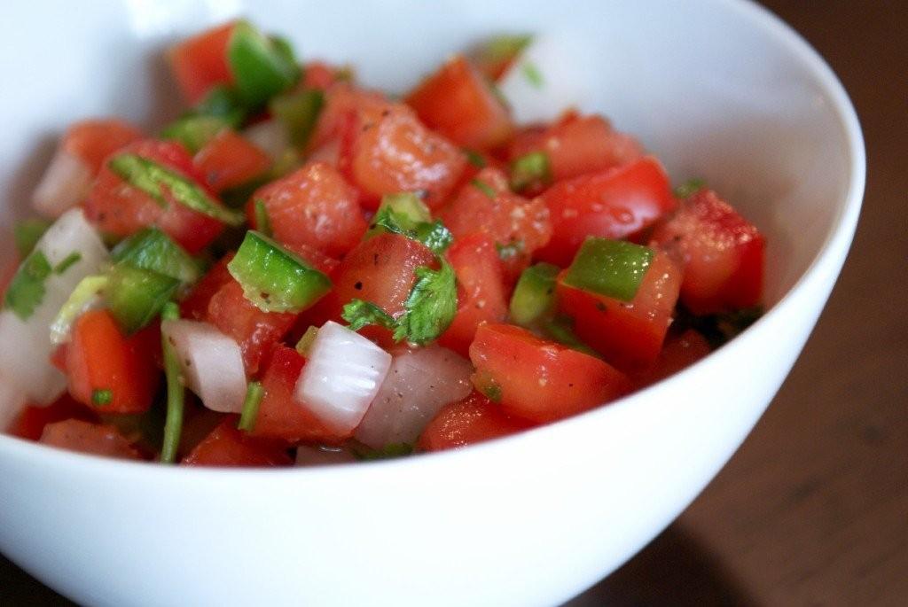 Блюдо Пико де Гайо Мексиканская кухня
