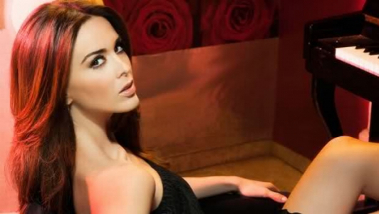 Жаклин Бракамонтес родилась 23 декабря 1979 года в Гвадалахаре, штат Халиско
