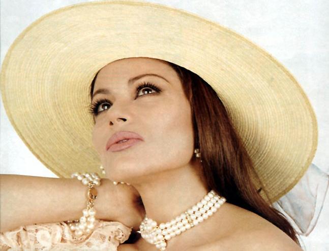 Мария Сорте. Мексиканская актриса и исполнительница песен родилась 11 мая 1955 года в городе Камарго