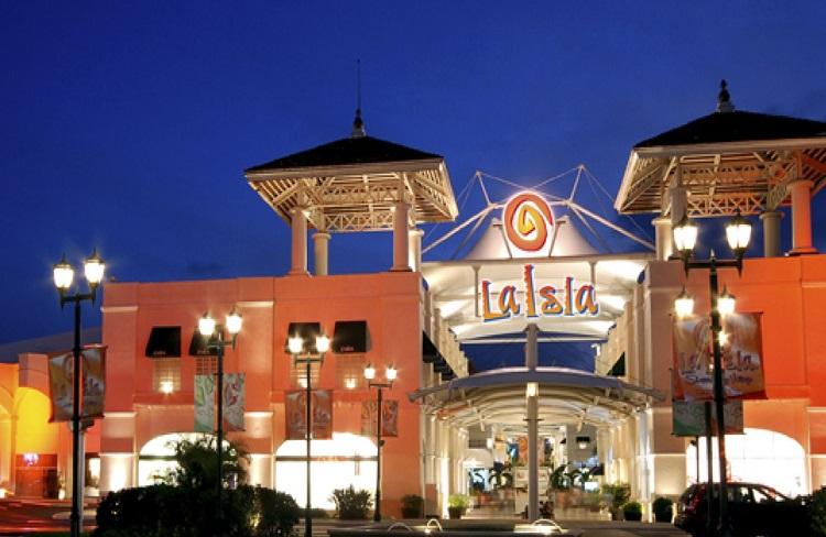 Самый популярный торговый центр Канкуна. Плаза Ла Исла шопинг молл. Шопинг в Мексике. Покупки в Мексике