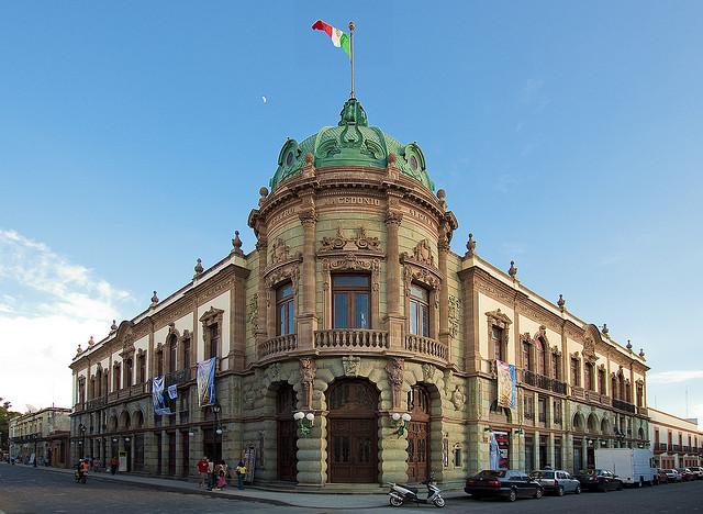 Театр Маседонио Алкала в Оахаке. Мексика