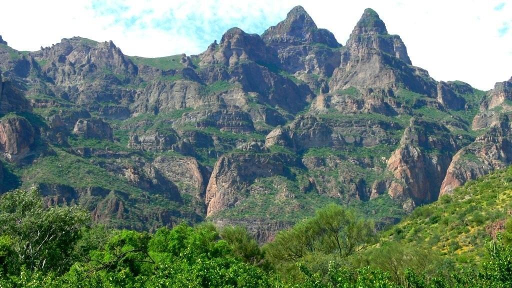 Горный массив Сьерра де ла Гиганта впечатляет удивительной красотой