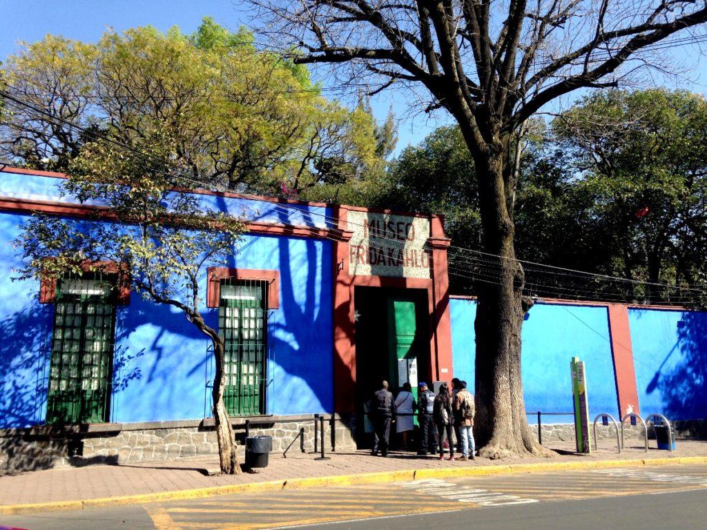 Знаменитый дом музей Фриды Кало - Каса Асуль, район Койоакан