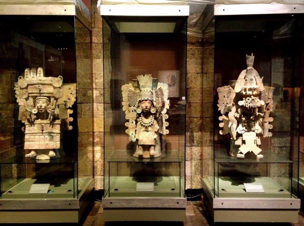 Уникальные артефакты антропологического музея Мехико Сити
