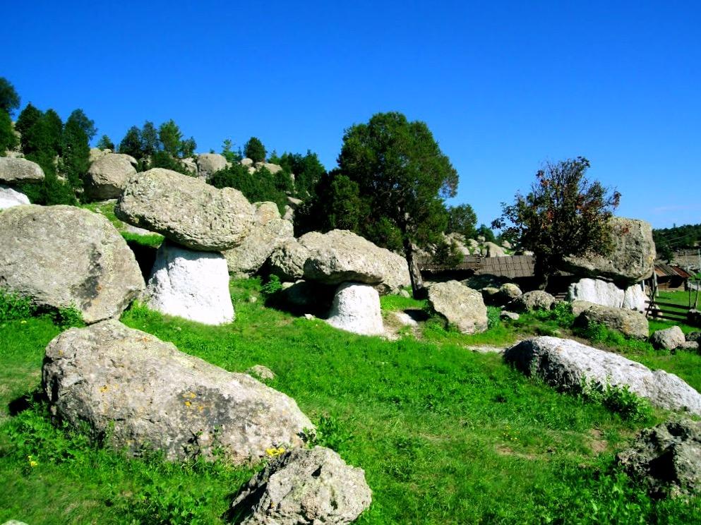 Долина Лос Онгос, каменные породы причудливой формы напоминающие грибы, окресности города Креэль