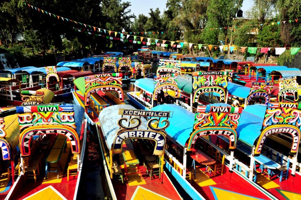 Припаркованные лодки в Сочимилько