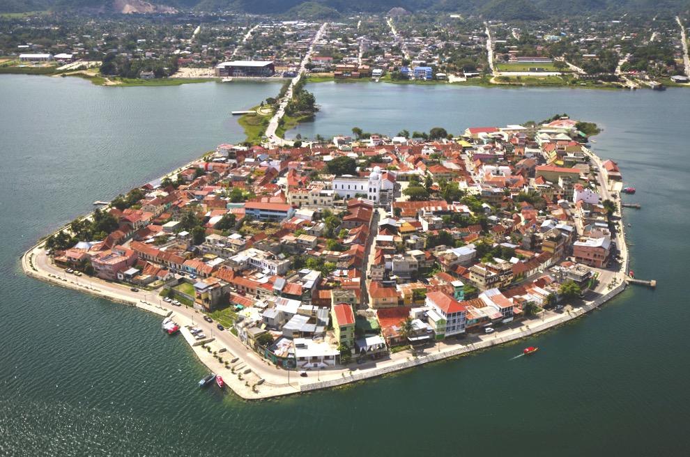 Флорес - город по маршруту Мексика - Гватемала