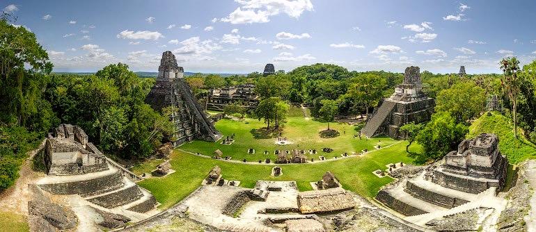 Затерянный в джунглях таинственные руины древнего города Тикаль, Гватемала