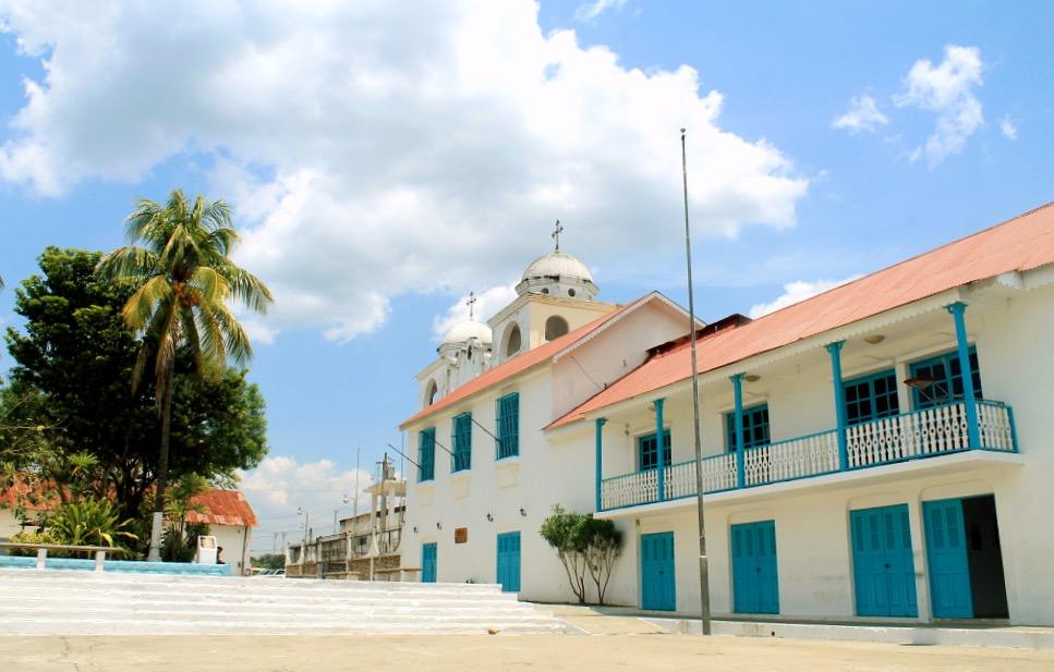 Старинная церковь на острове Исла де Флорес, государство Гватемала