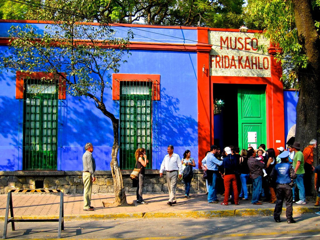 Каса Азуль в районе Кауоякан в Мехико сити. Дом Фриды
