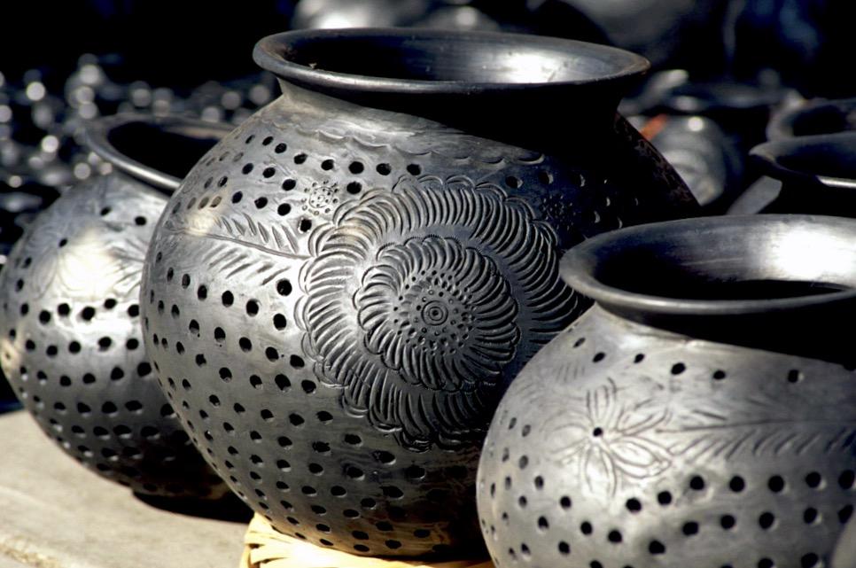 Артезания де барро негро - керамическая посуда ручной работы из черной глины, штат Оахака, Мексика
