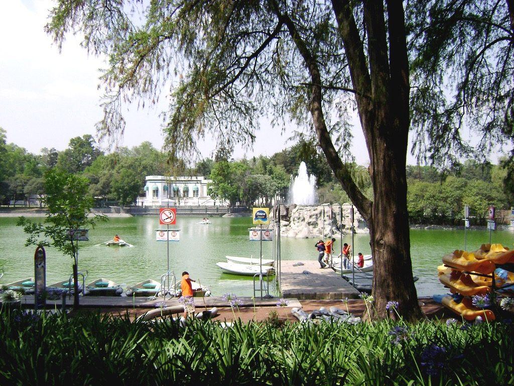 Самый популярный парк Мехико Сити это парк Чапультепек, место съемок мексиканских сериалов и фильмов.