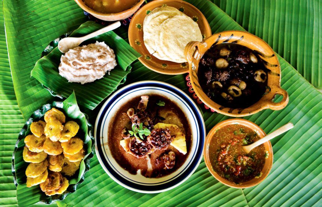 Традиционные местные блюда, смесь испанской культуры и предпочтений кореного населения Мексики. Катемако, штат Веракрус