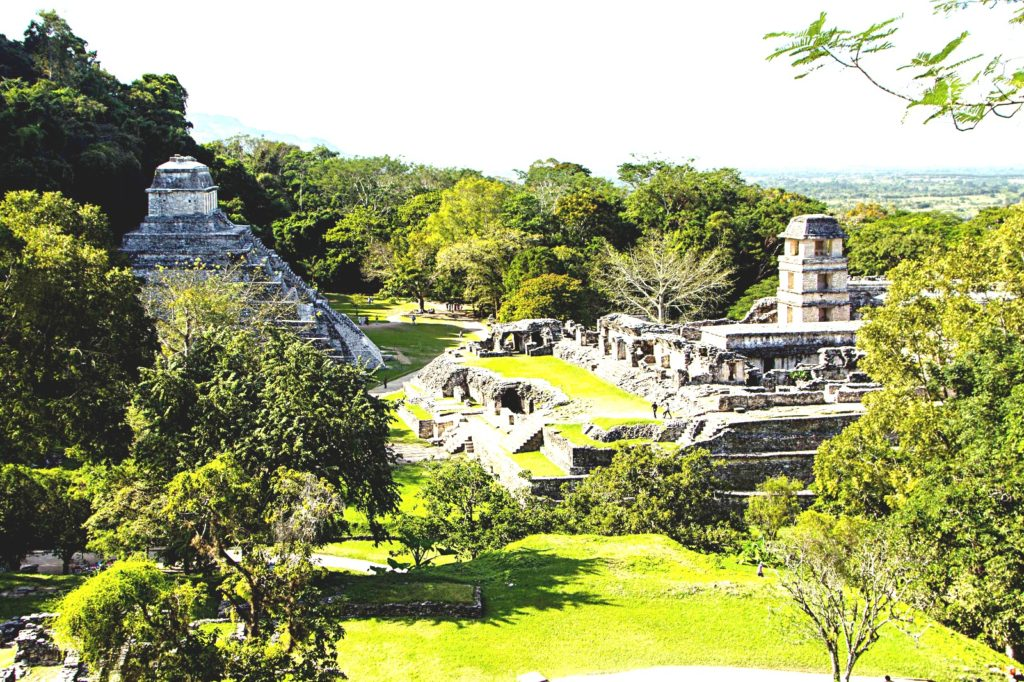 Панорама на майяский город Паленке со стороны Храма Лиственного Креста. Мексика