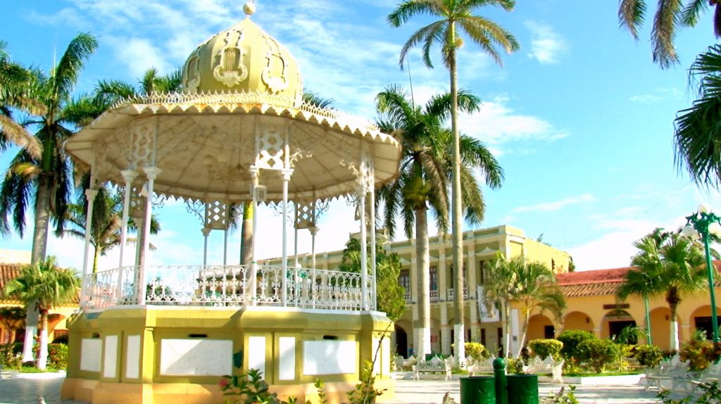 Беседка в мавританском стиле на площади Сокало, город Тлакоталпан на Мексиканском заливе