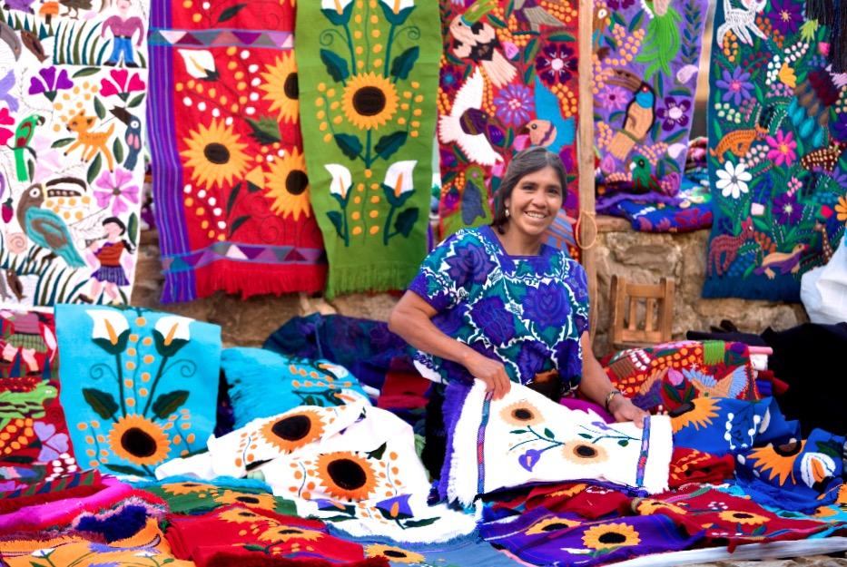Сувениры сделанные руками местных жителей индейцев Цоциль, рынок города Сан Кристобаль, штат Чиапас