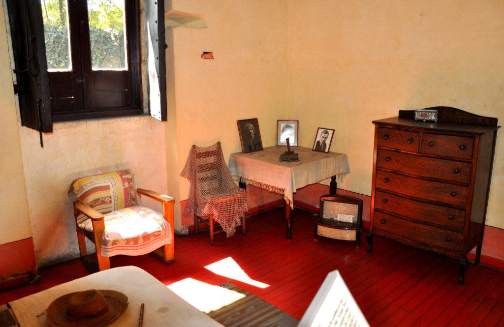 Спальная комната революционера Льва Давидовича Троцкого в Мексике