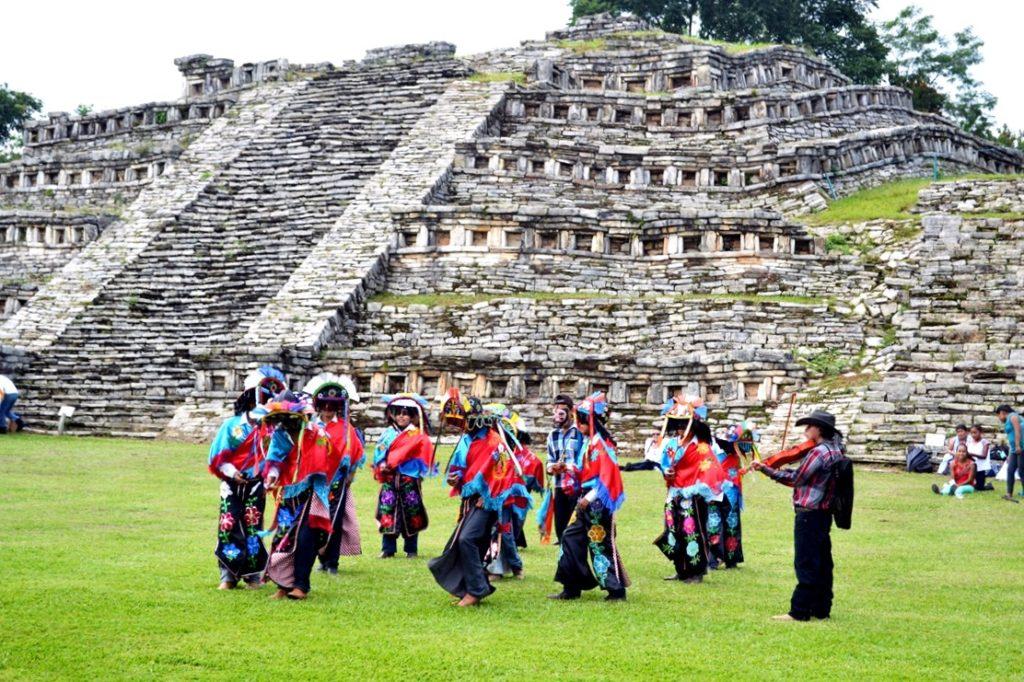 Руины города тотонаков, археологический комплекс Йоуаличан, город Куэцалан, Мексика