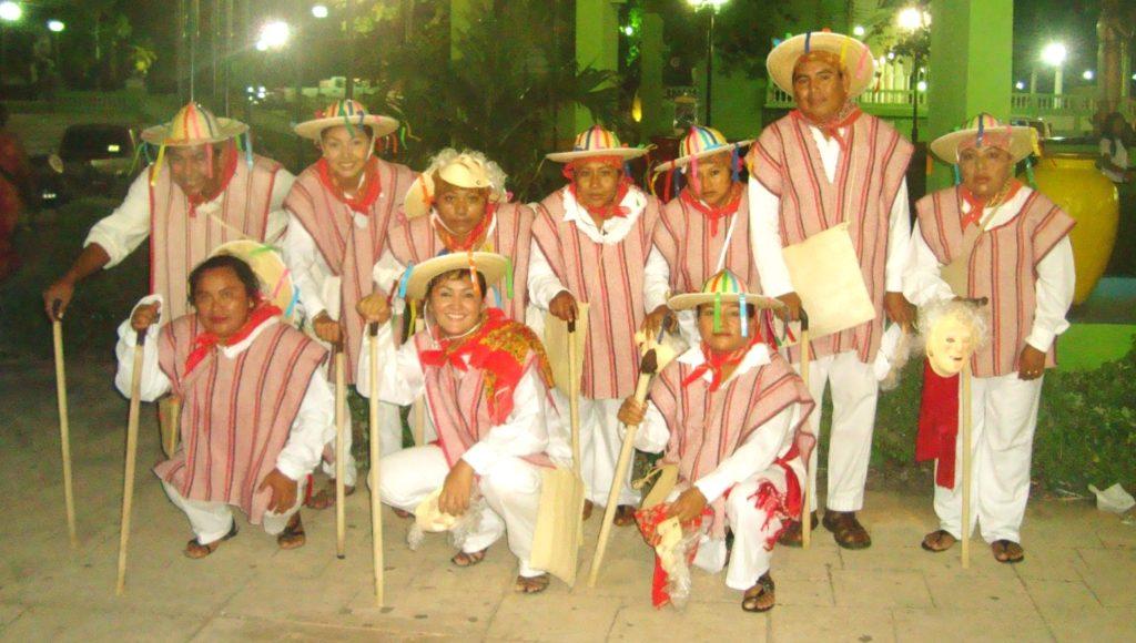 Настоящие участники танца Маленьких Старичков, штат Мичоакан, Мексика