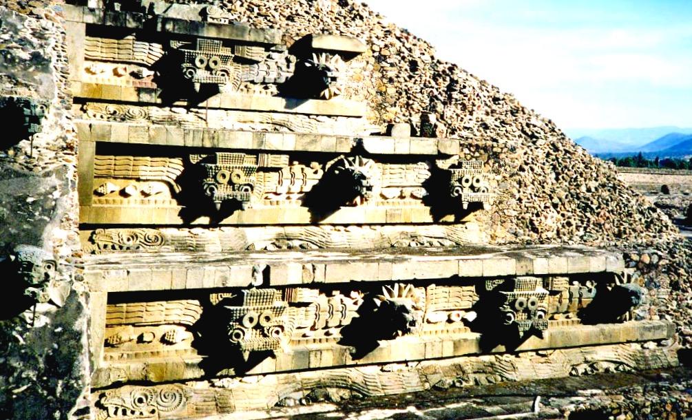 Пирамида посвященная богу Какулькан, находящаяся в Цитаделе города Теотиуакан, Мексика