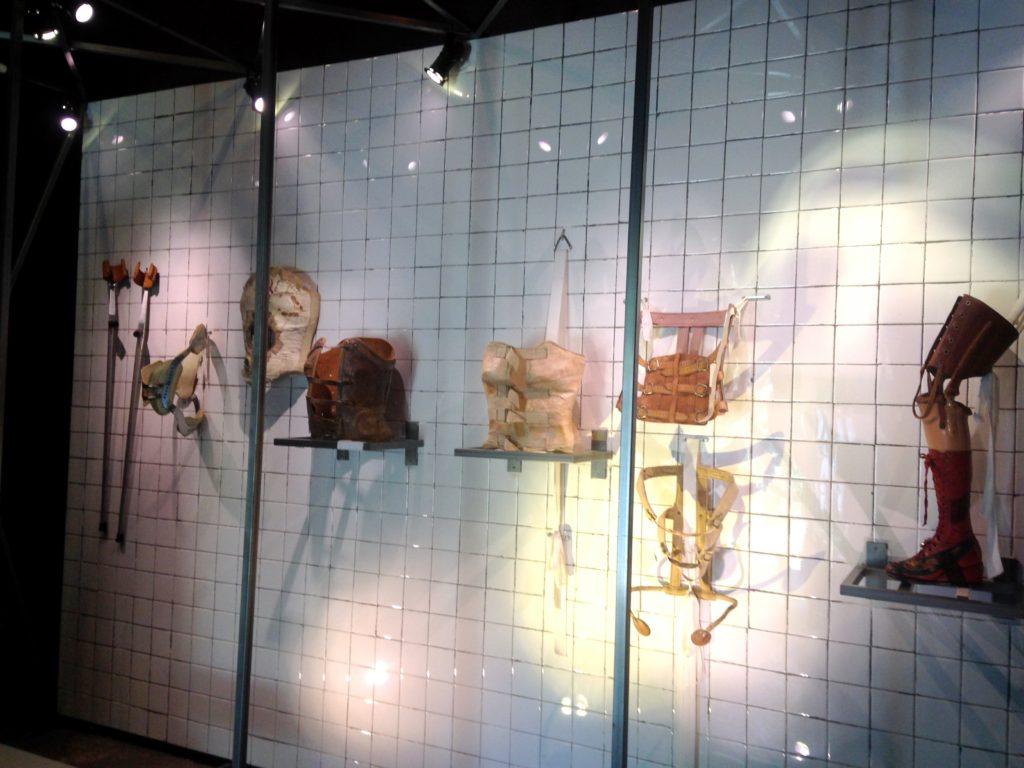 Личные вещи и предметы одежды эксентричной художницы Фриды Кало, дом-музей Фриды, Мехико сити