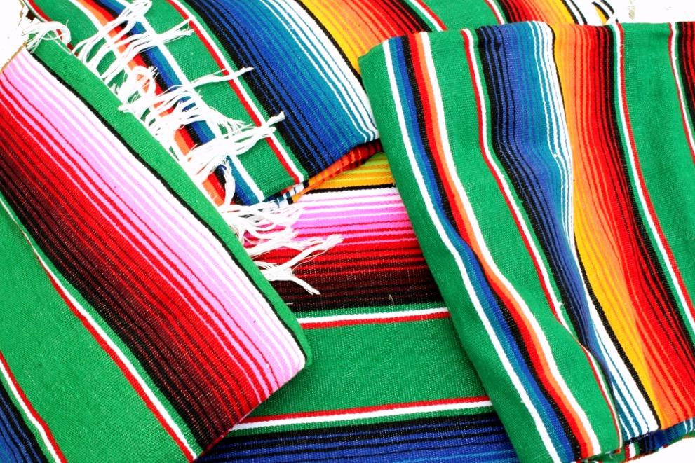 Большой платок он же накидка из шерсти Серапе, второй главный сувенир Мексики