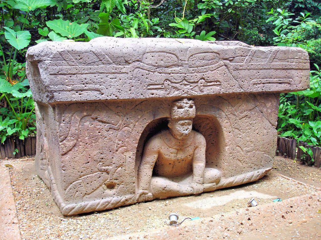 Ритуальный алтарь в парке Ла Вента в Вильяэрмосе