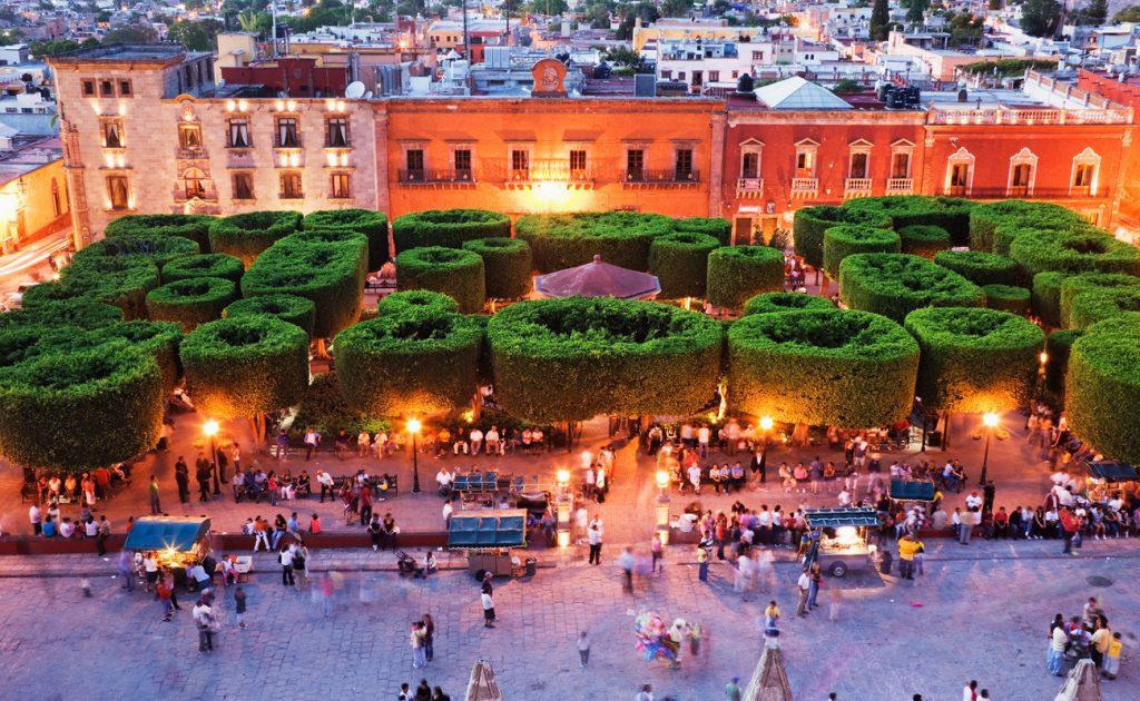 Сад Альенде на главной площади города
