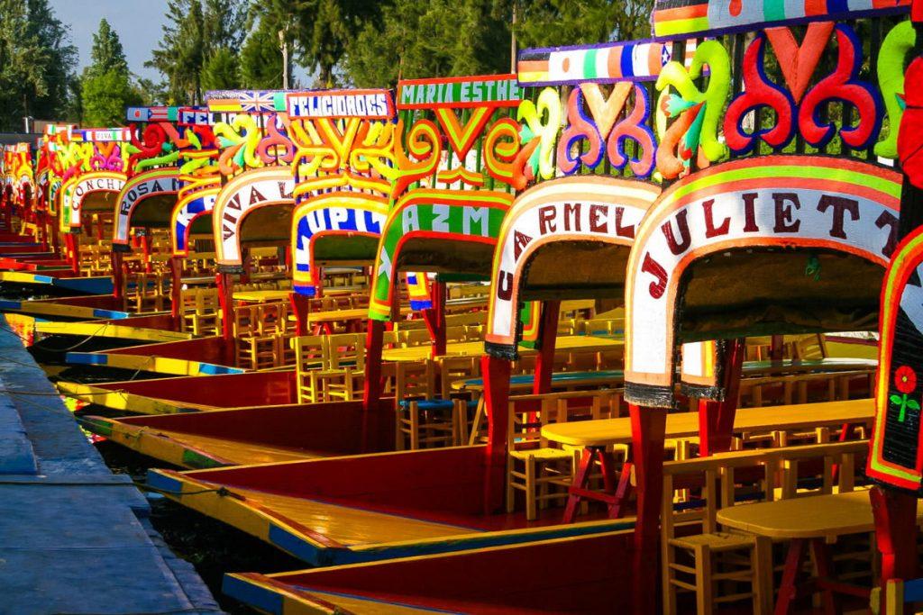 Лодки трахинерес в парке Сочимилько