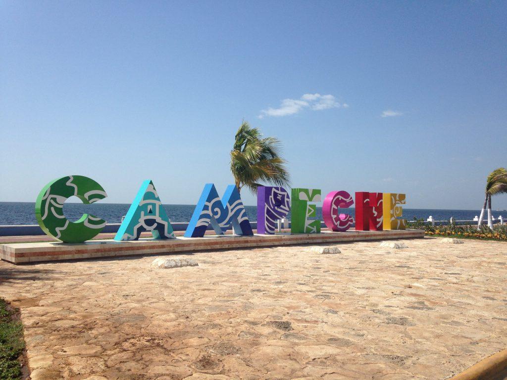 Яркие буквы города Кампече