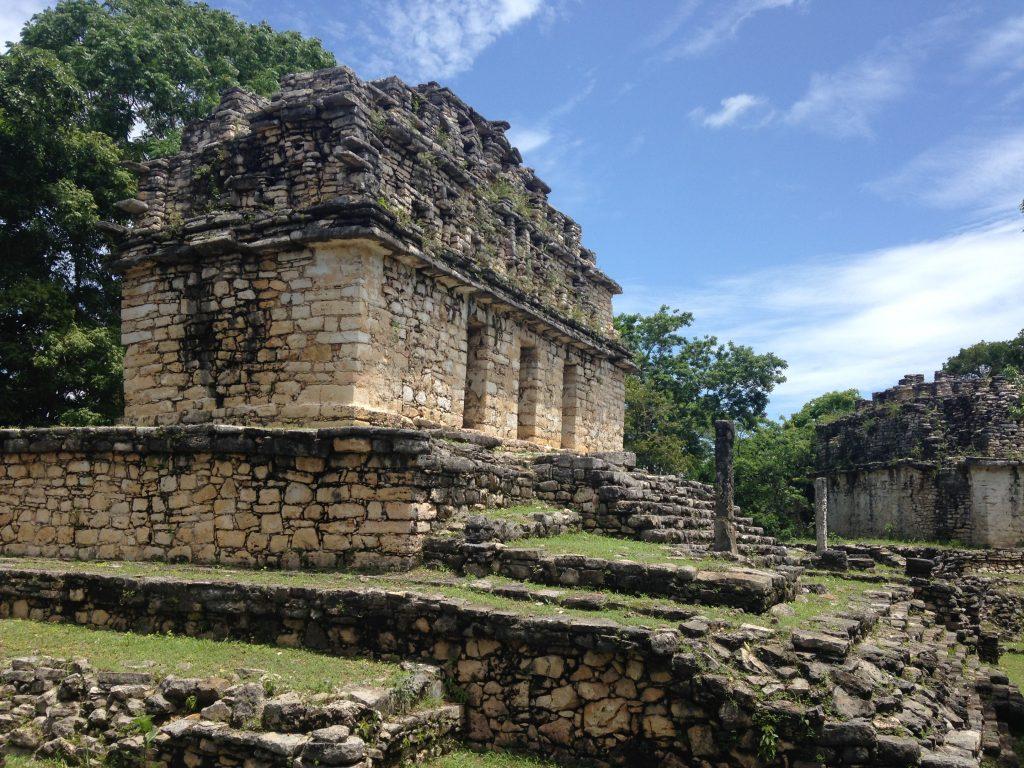 На самой высокой точке майянского города Яшчилан