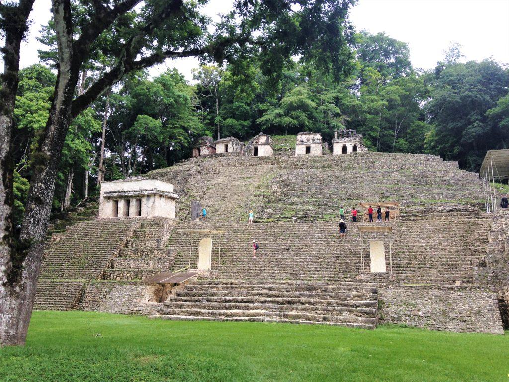 Пирамида с акрополем на вершине и фресками, город Бонампак