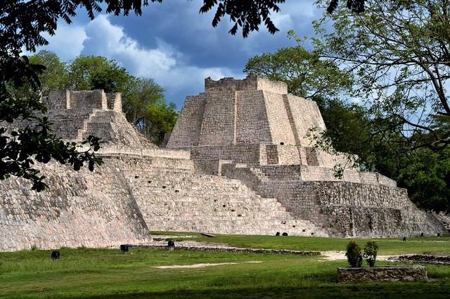 Пирамиды майя Эцна