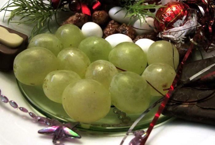 12 виноградин на новый год