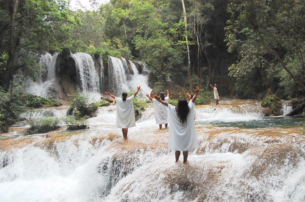 майя у водопадов в чьяпас