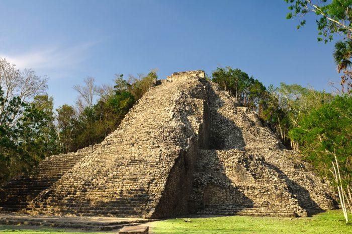Пирамида Нохочь-Мул в Коба.
