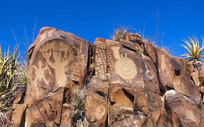 Наскальная живопись на склонах осадочных пород, Сан-Рафаэль-де-лос-Милагрос.