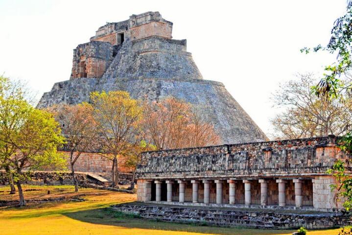 Пирамида майяского города Ушмаль, Мексика